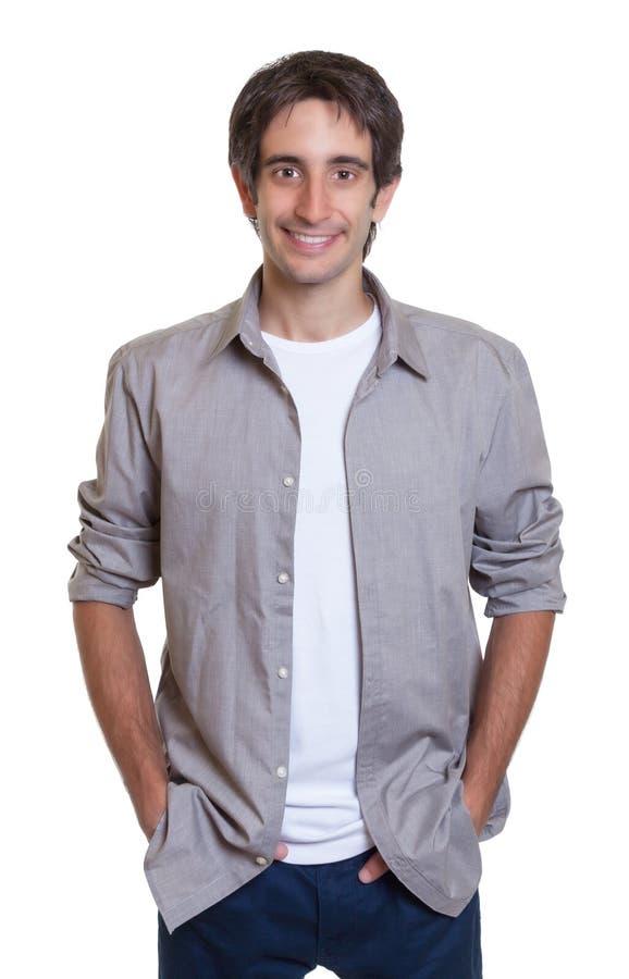 Individuo derecho en una camisa gris y vaqueros fotos de archivo