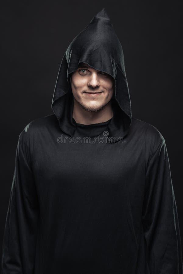 Individuo en un traje negro foto de archivo libre de regalías
