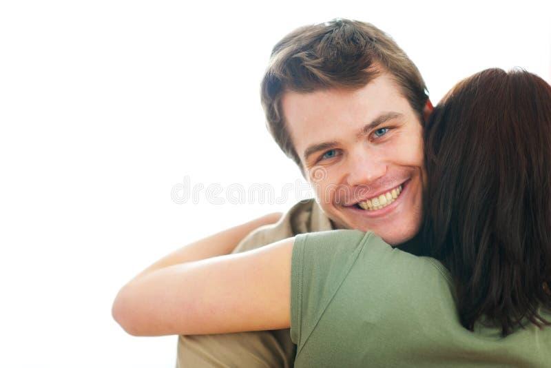 Individuo feliz que abraza a la novia imagenes de archivo
