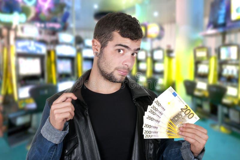Individuo hermoso en un casino foto de archivo libre de regalías