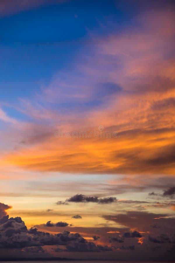 Indonésia, Bali - opinião do céu do por do sol Skyscape imagens de stock