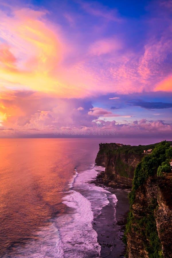 Indonésia, Bali - opinião do céu do por do sol Skyscape fotos de stock royalty free