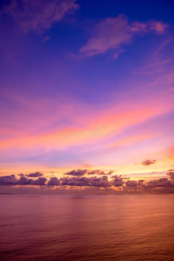 Indonésia, Bali - opinião do céu do por do sol Skyscape fotos de stock