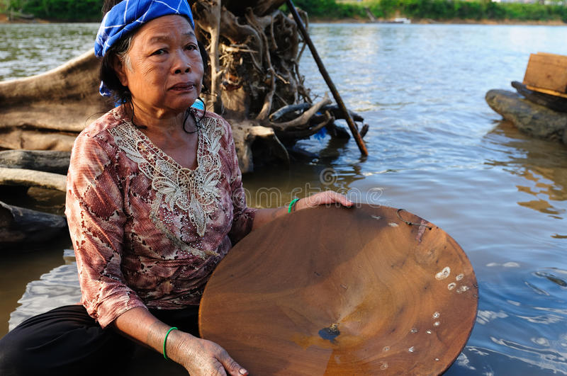 Indonésia - ouro-prospector de Bornéu foto de stock royalty free