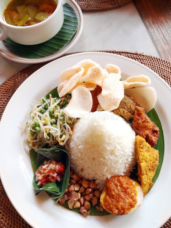 indones för bali kokkonstperson som tillhör en etnisk minoritet royaltyfria foton