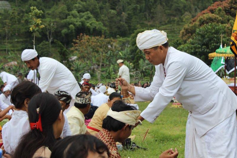 IndonesHindus Melasti ritual arkivfoton