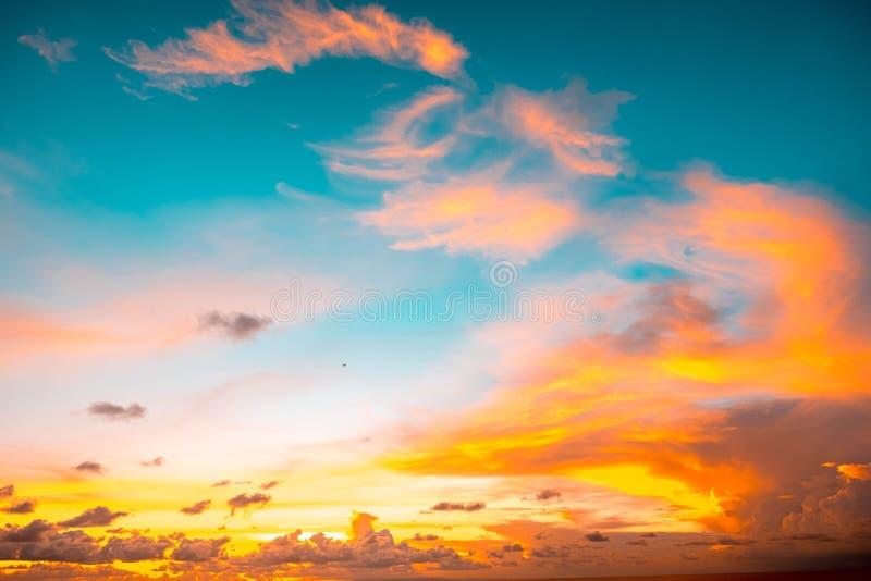 Indonesië, Bali - de mening van de Zonsonderganghemel Skyscape stock afbeelding