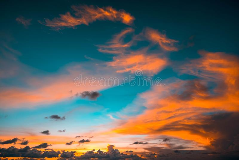 Indonesië, Bali - de mening van de Zonsonderganghemel Skyscape stock fotografie