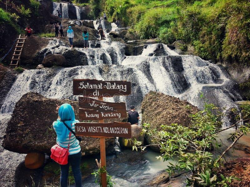 Indonesia för gunungkidul för kidul för vattenfallairterjungunung curug fotografering för bildbyråer