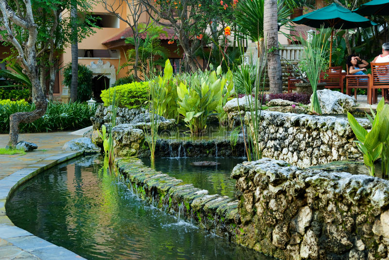 Indonesia, isla de Bali, charca del café del hotel de Aston Bali fotos de archivo