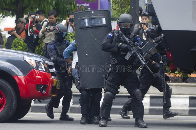 INDONESIAN MILITARY TO FIGHT ISLAMIC STATE EXTERNAL THREATS. Members of Indonesian Police's Mobile Brigade are training urban counter terrorism warfare in Solo stock images