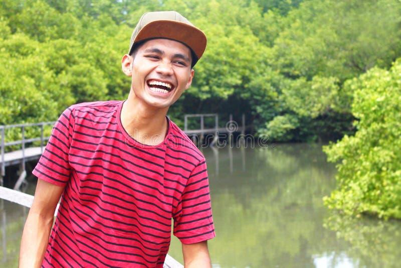 Indonesiano Guy Laughting immagini stock libere da diritti