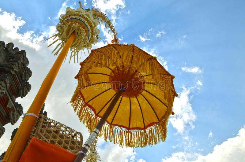 Indonesien Bali traditionellt paraply royaltyfri fotografi