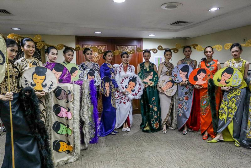 INDONESIEN-MODE-WOCHE 2018 TAG1 ` ÖFFNUNGS-SHOW ` lizenzfreies stockbild