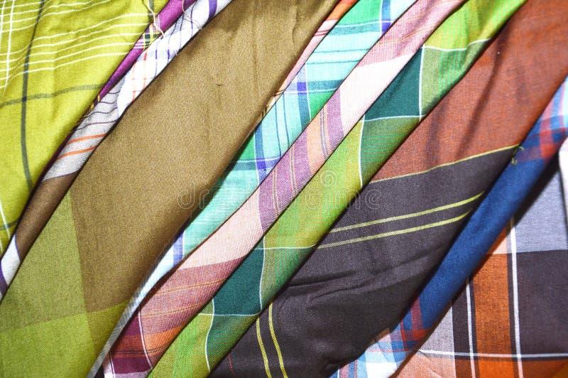 Indonesien vävde siden- saronger arkivbild