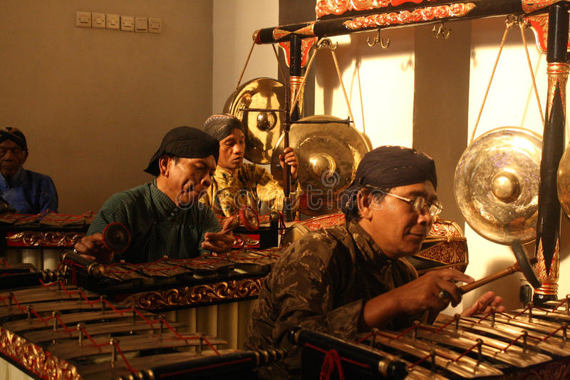 Indonesisch traditioneel muzikaal instrument stock afbeeldingen