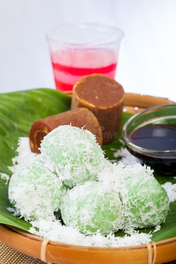 Indonesisch Voedsel Klepon met kokosnoot op banaanblad royalty-vrije stock foto