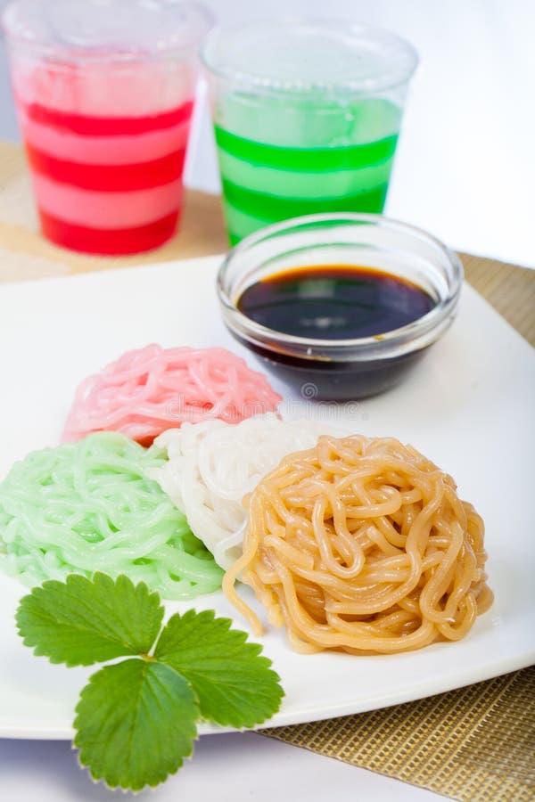 Indonesisch Voedsel Putu Mayang met rode suiker royalty-vrije stock afbeeldingen