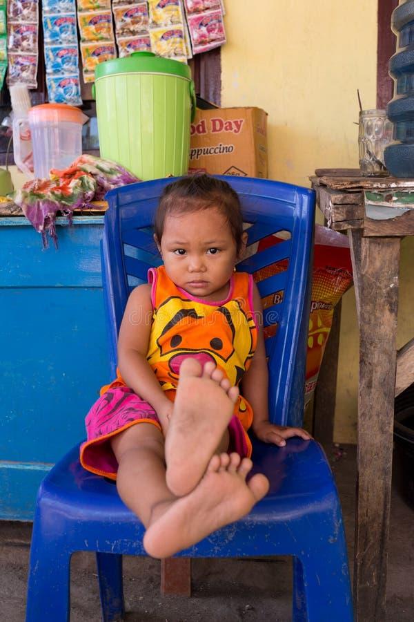 Indonesische baby in Manado-sloppenwijk royalty-vrije stock foto
