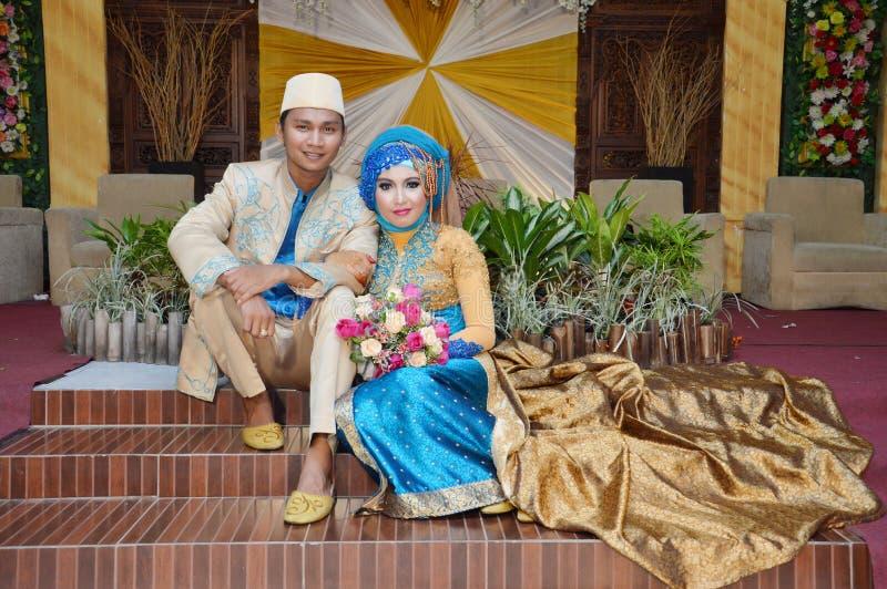 Indonesische Brautpaare lizenzfreies stockbild