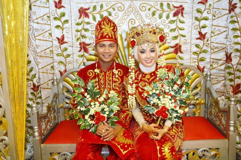 Indonesische bruids paren stock afbeelding