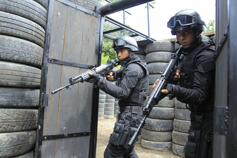 Indonesische Militair in Verrichtingssimulatie stock afbeeldingen