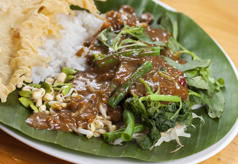 Indonesische Nasi Pecel stock foto