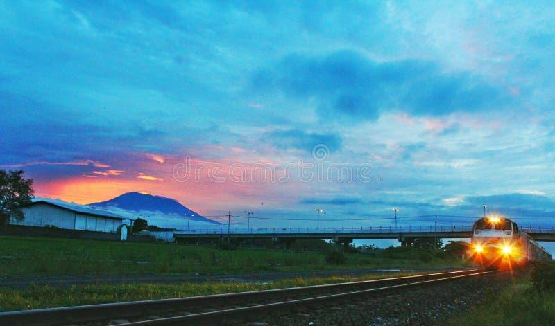 Indonesische Schienenweise lizenzfreie stockfotografie