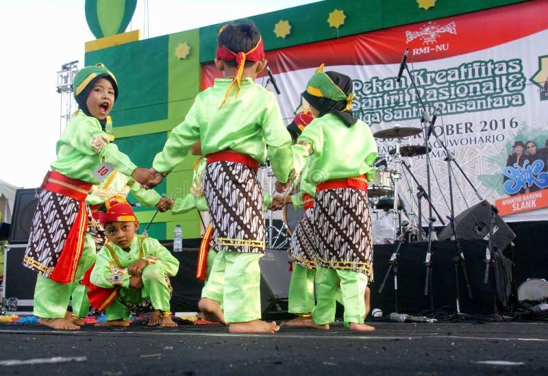 Download Indonesischer Traditioneller Kindertanz Redaktionelles Stockfoto - Bild von jogjakarta, mystisch: 96929623