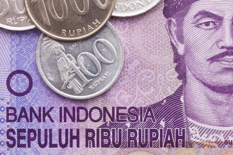 Indonesisk pengarrupiahsedel och mynt royaltyfria bilder
