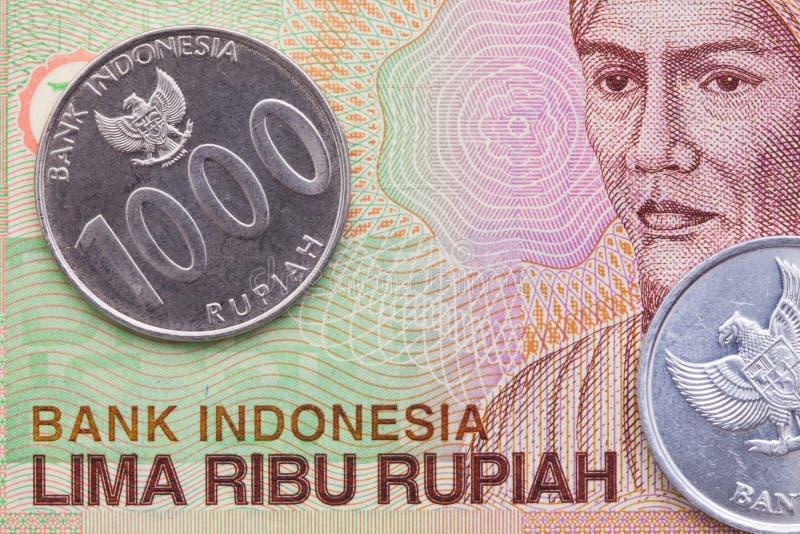 Indonesisk pengarrupiahsedel och mynt royaltyfria foton