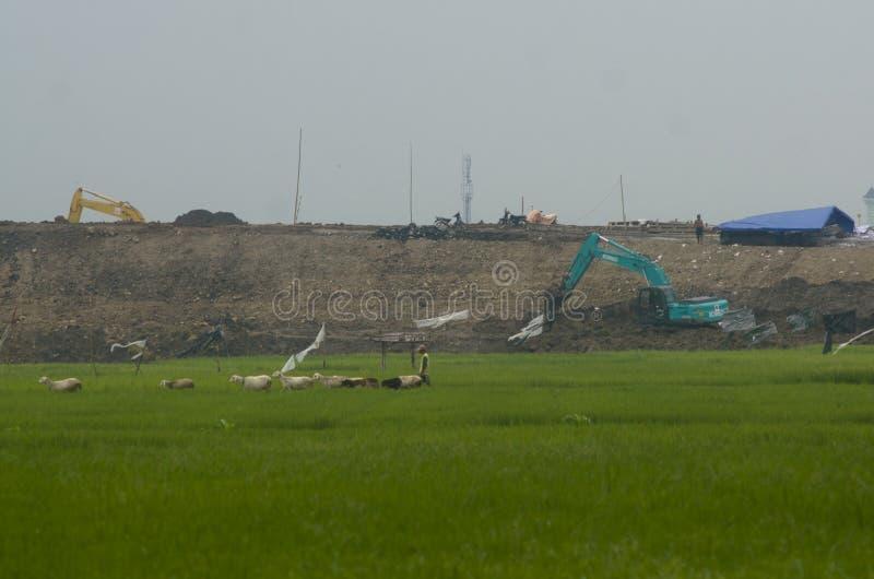 INDONEZJA POTRZEBUJE INTYMNEGO finansowanie NA 70 procentach infrastruktura zdjęcie royalty free