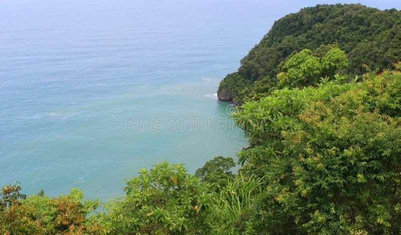 Indonezja: Widok morze i drzewa w Aceh obraz stock