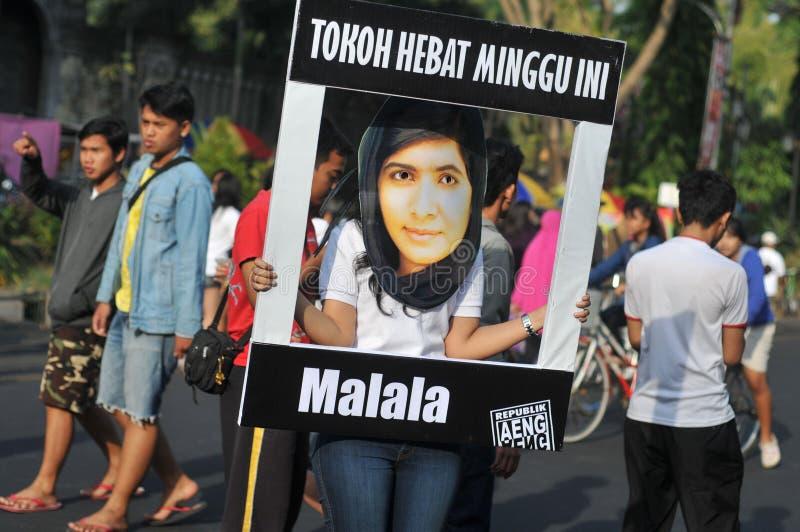 Indonezyjscy aktywiści świętują Malala Yousafzai pokojowej nagrody nobla nagrodę obraz stock