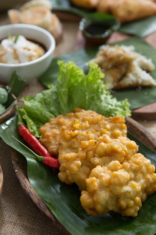 Indonezyjski tradycyjny bergedel lub bakwan jagung zdjęcia stock