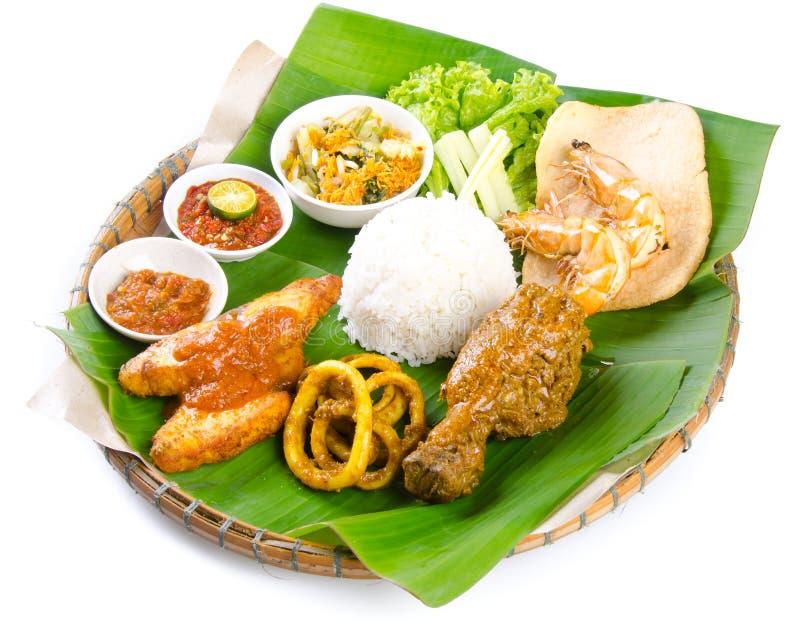Indonezyjski tradycyjny jedzenie, kurczak, ryba i warzywa, zdjęcia stock