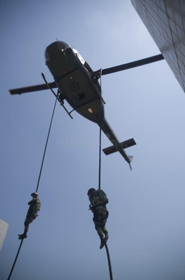 INDONEZYJSKI wojsko jednostek specjalnych świder zdjęcia stock