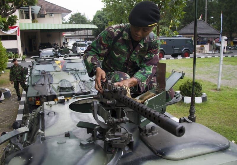 INDONEZYJSKI wojskowy WALCZYĆ ISLAMSKIEGO stanu EXTERNAL zagrożenia zdjęcia royalty free