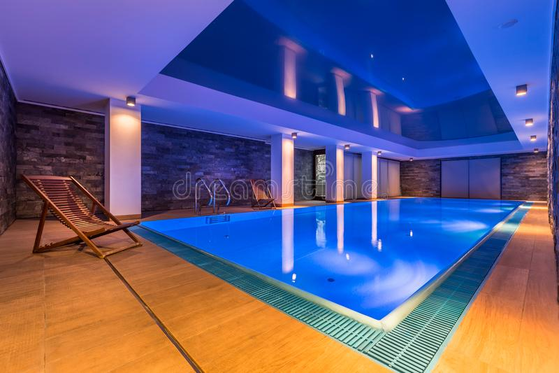 indoor luxurious pool swimming στοκ φωτογραφία