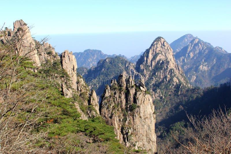 Indrukwekkend panorama de Gele Bergen van Huangshan, China stock foto