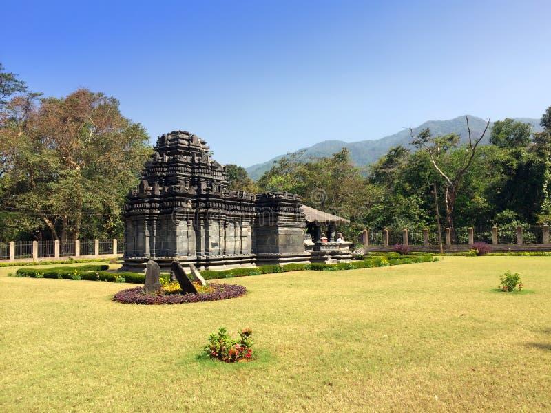 indu goa Jedyna zostająca Mahadev świątynia XIII wiek w Tambdi Surla zdjęcie royalty free