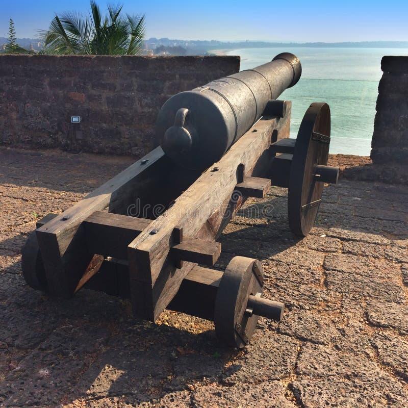 indu goa Pistolet na ścianie antyczny fort obrazy royalty free