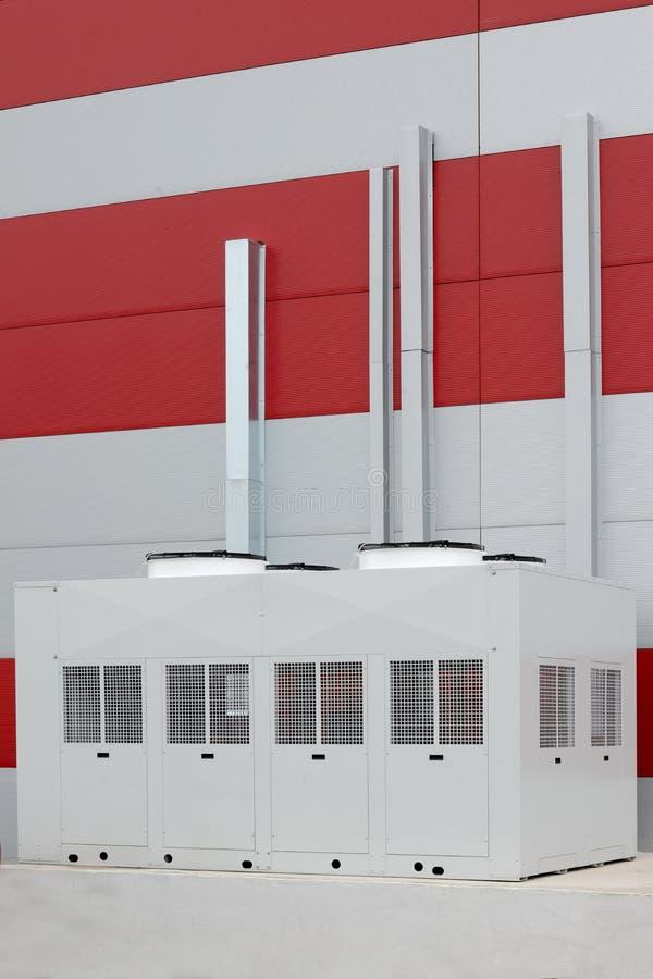 Industriële airconditionercondensatoren buiten stock fotografie