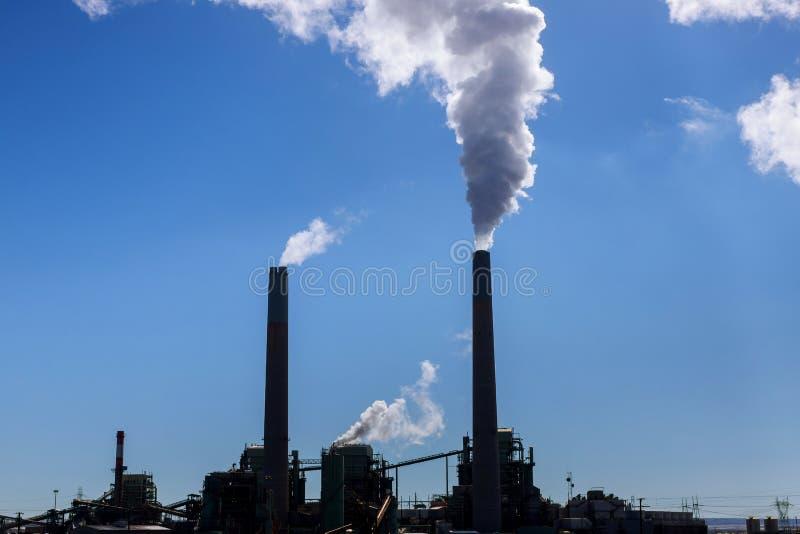Industriële de steenkoolelektrische centrale van de rookstapel royalty-vrije stock foto