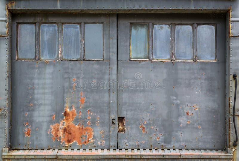 Industriële deurachtergrond royalty-vrije stock fotografie