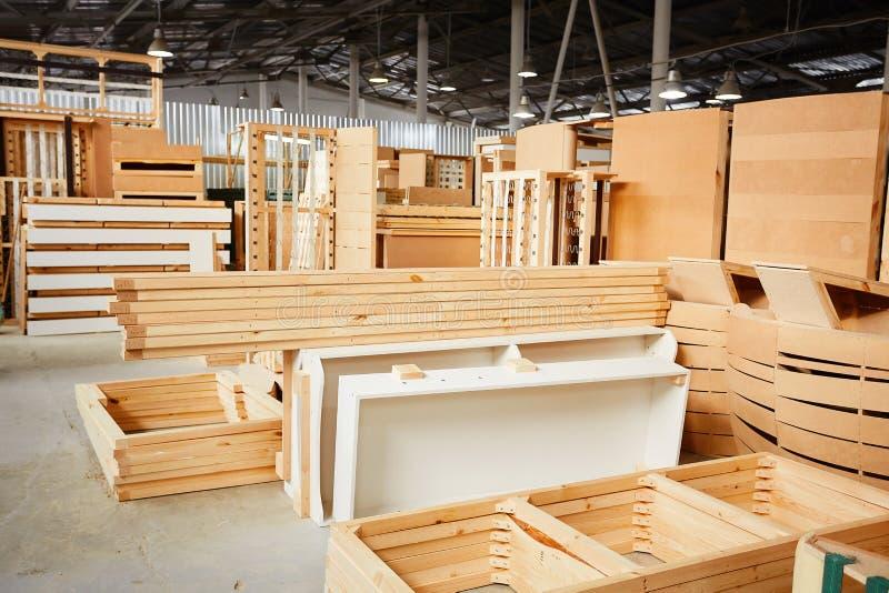Industriële fabriek Meubilairproductie bij houtbewerkingsonderneming Houtverwerkingsvervaardiging royalty-vrije stock afbeeldingen