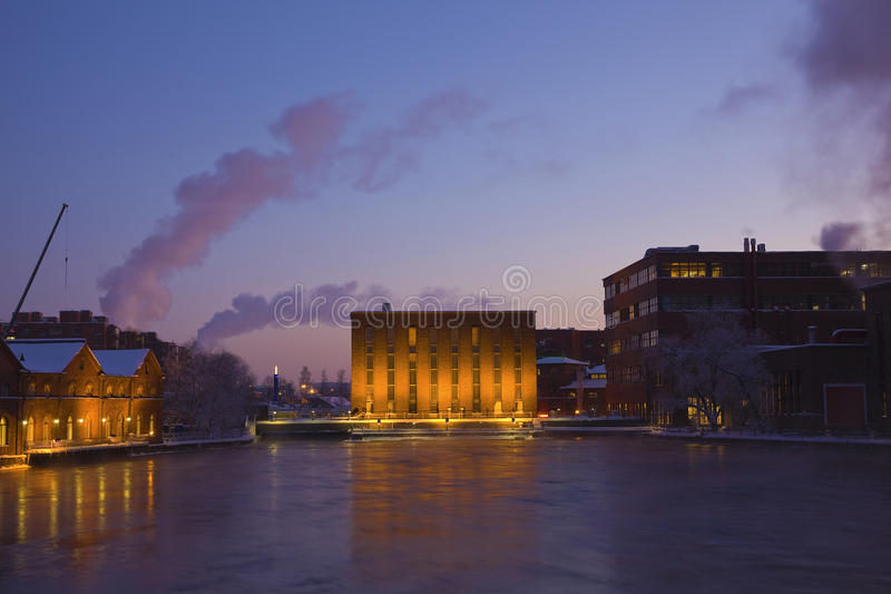 Industriële gebouwen bij nacht royalty-vrije stock fotografie