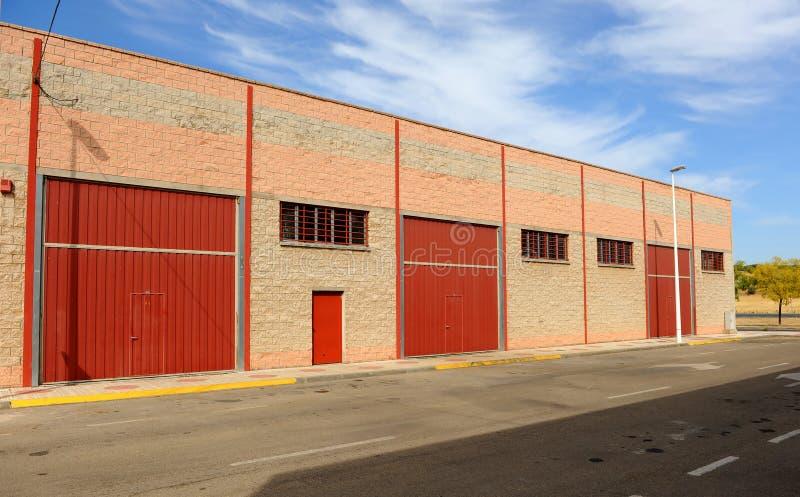 Industriële gesloten pakhuizen wegens de economische crisis stock afbeelding