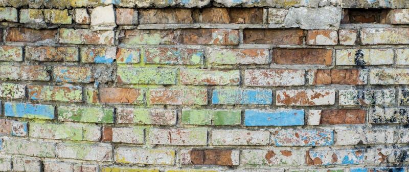 Industriële Grunge differen kleur geschilderde bakstenen muurachtergrond in Kyiv, de Oekraïne royalty-vrije stock fotografie
