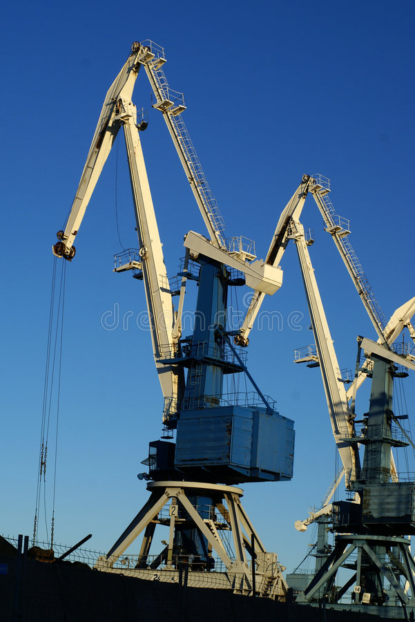 Industriële haven grote kranen stock fotografie